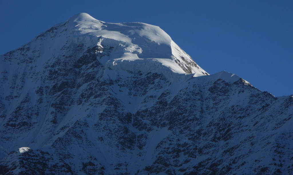 今回のトレッキングのハイライト、バンダパンチ山(6450m)の朝日を浴びる雄姿