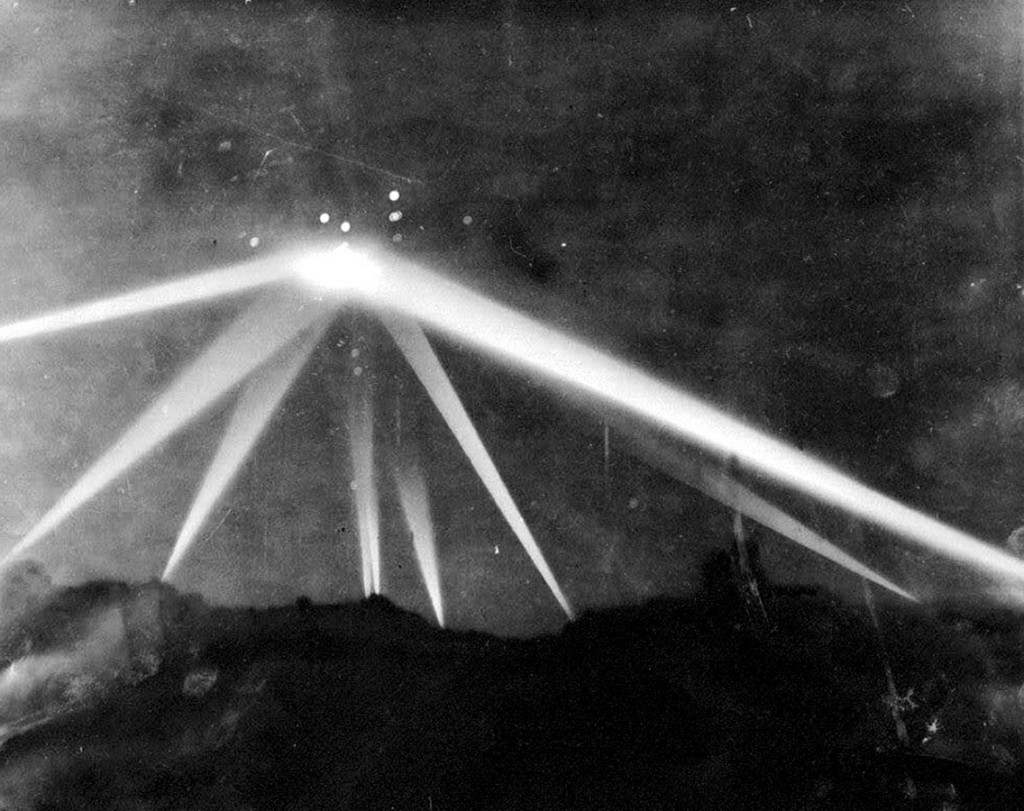 1.7.1 1942_Battle_of_Los_Angeles_UFO